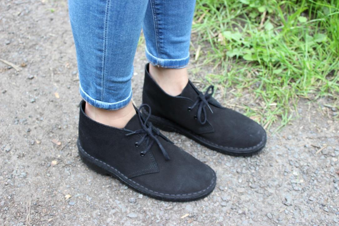 all black desert boots