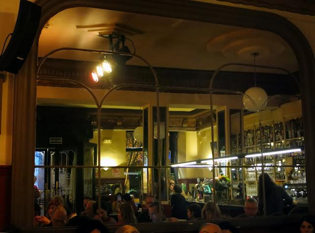 CAFÉ CENTRAL, espejo