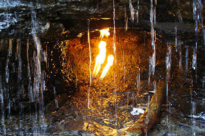 Sebuah Api Nan Abadi di Balik Derasnya Air Terjun Shale Creek Preserve