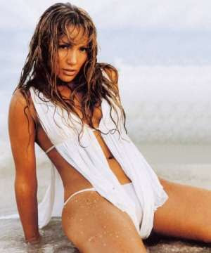 Jennifer Lopez Bikini on the Beach