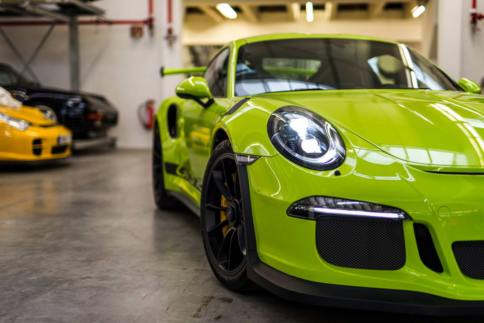 porsche exclusive does a 911 gt3 rs in retina burning lime green carscoops. Black Bedroom Furniture Sets. Home Design Ideas