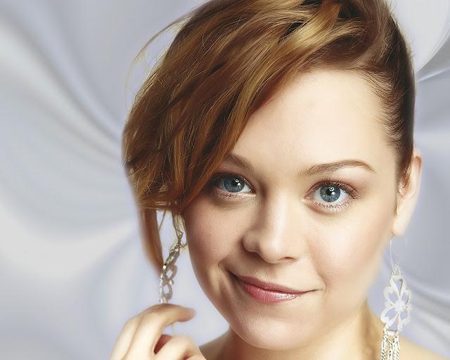 Alexandra Holden Image 06