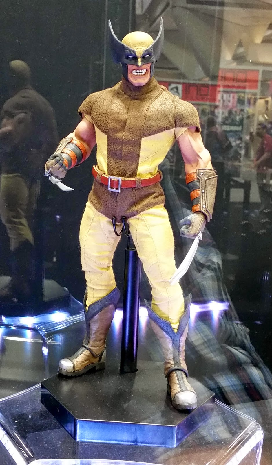[Sideshow] Marvel Sixth Scale Collection - Wolverine - Página 2 SDCC_2014_SIDESHOW_COLLECTIBLES_1-6_SCALE_MARVEL_COMICS_WOLVERINE_01