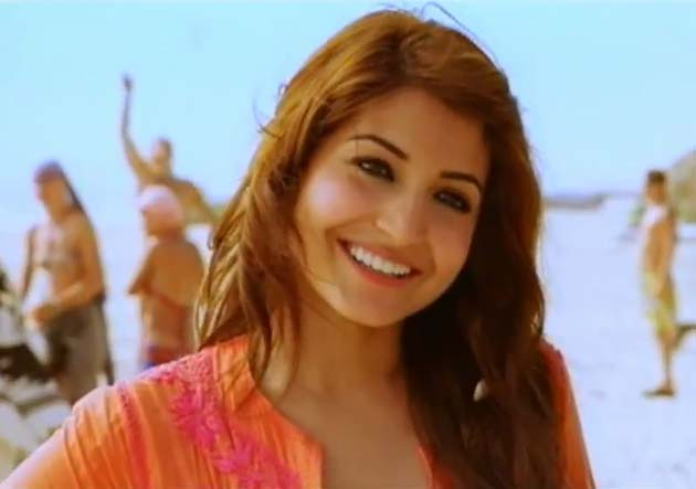 Anushka Sharma In Bikini In Ladies Vs Ricky Bahl Anushka in bikini in B...