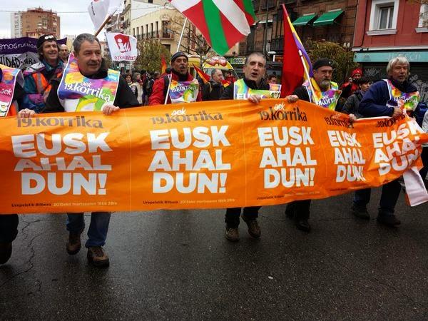 Euskarak harresiak apurtzen ! #Korrika19 Harresirik gabeko Euskal Herria korrika.! duintasun martxa