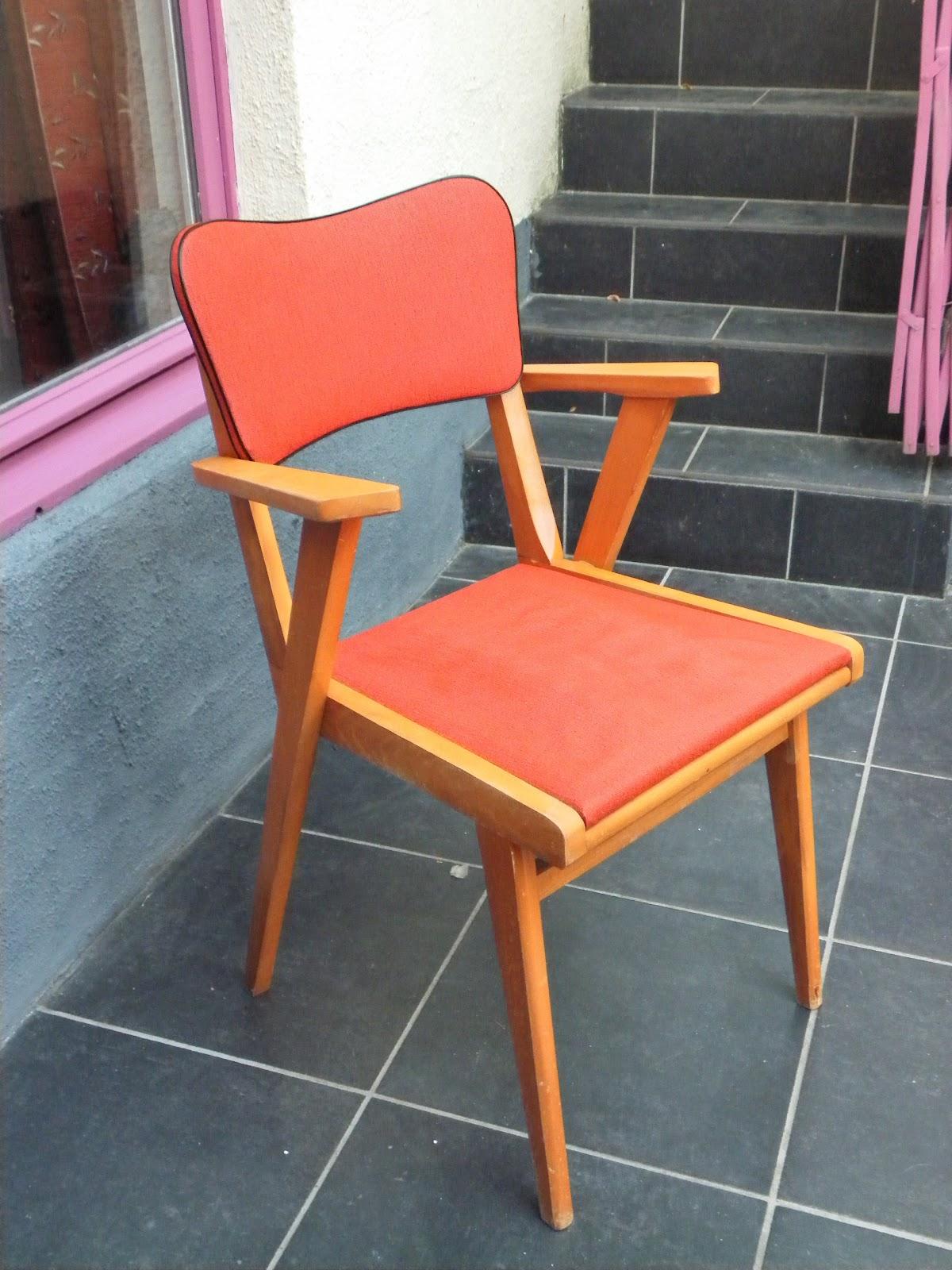 lucie la chineuse chaise accoudoirs et pieds compas ann e 60. Black Bedroom Furniture Sets. Home Design Ideas