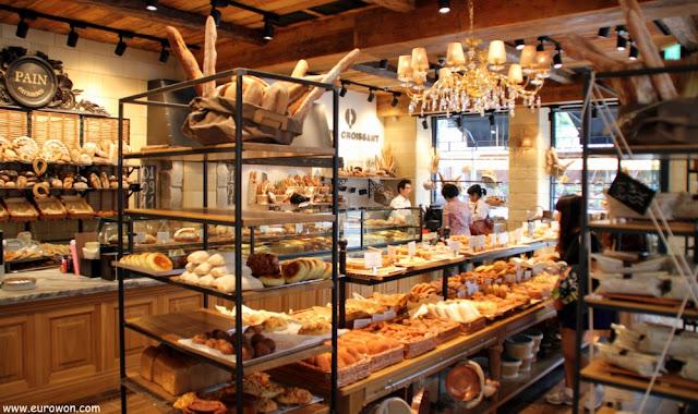 Interior del Paris Croissant del barrio Seorae de Seúl