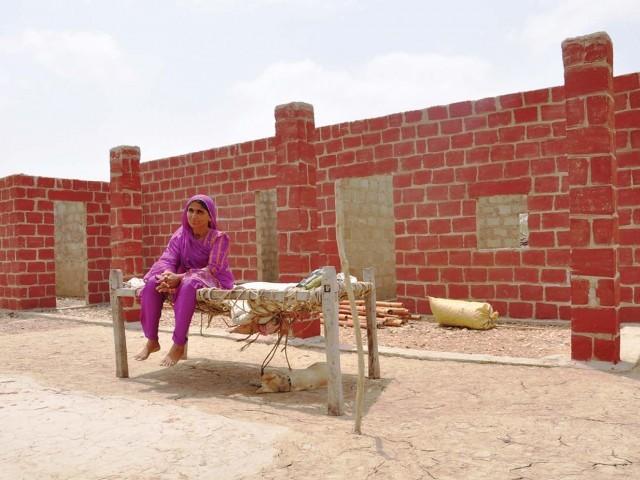 Exellent Home Design Pakistani Village Houses Designs : 251179 WomenPHOTOUNDPPAKISTAN 1315882525 325 640x480 from exellent-home-design.blogspot.com size 640 x 480 jpeg 81kB