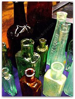 Botellas de cristal antiguas en la feria de desembalaje 2013 en el BEC-