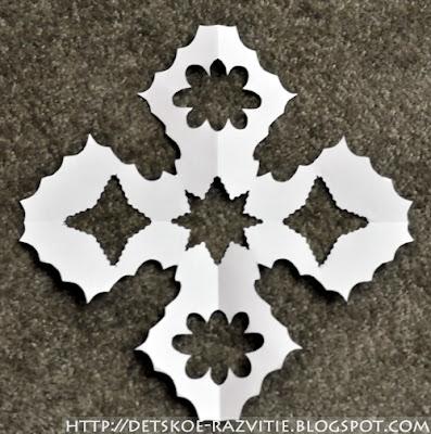 как сделать снежинку из бумаги с 4 лучами