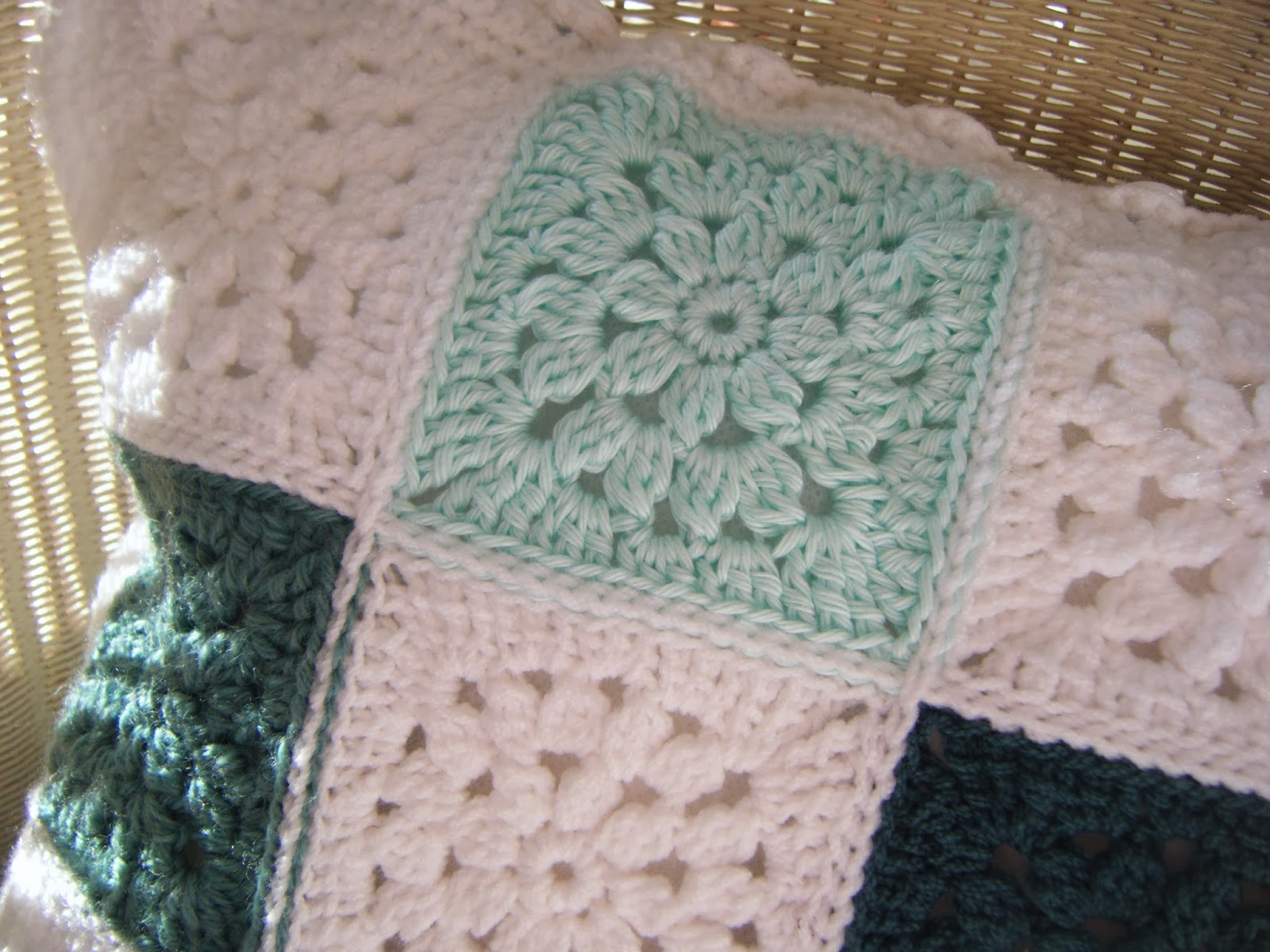 Betsy Makes ....: Pretty Flower Granny Square