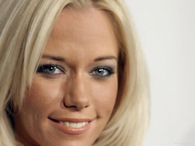 Kendra Wilkinson Biography and Photos 2011