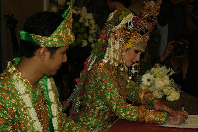 image Foto Pernikahan Arumi Bachsin dan Emil Dardak