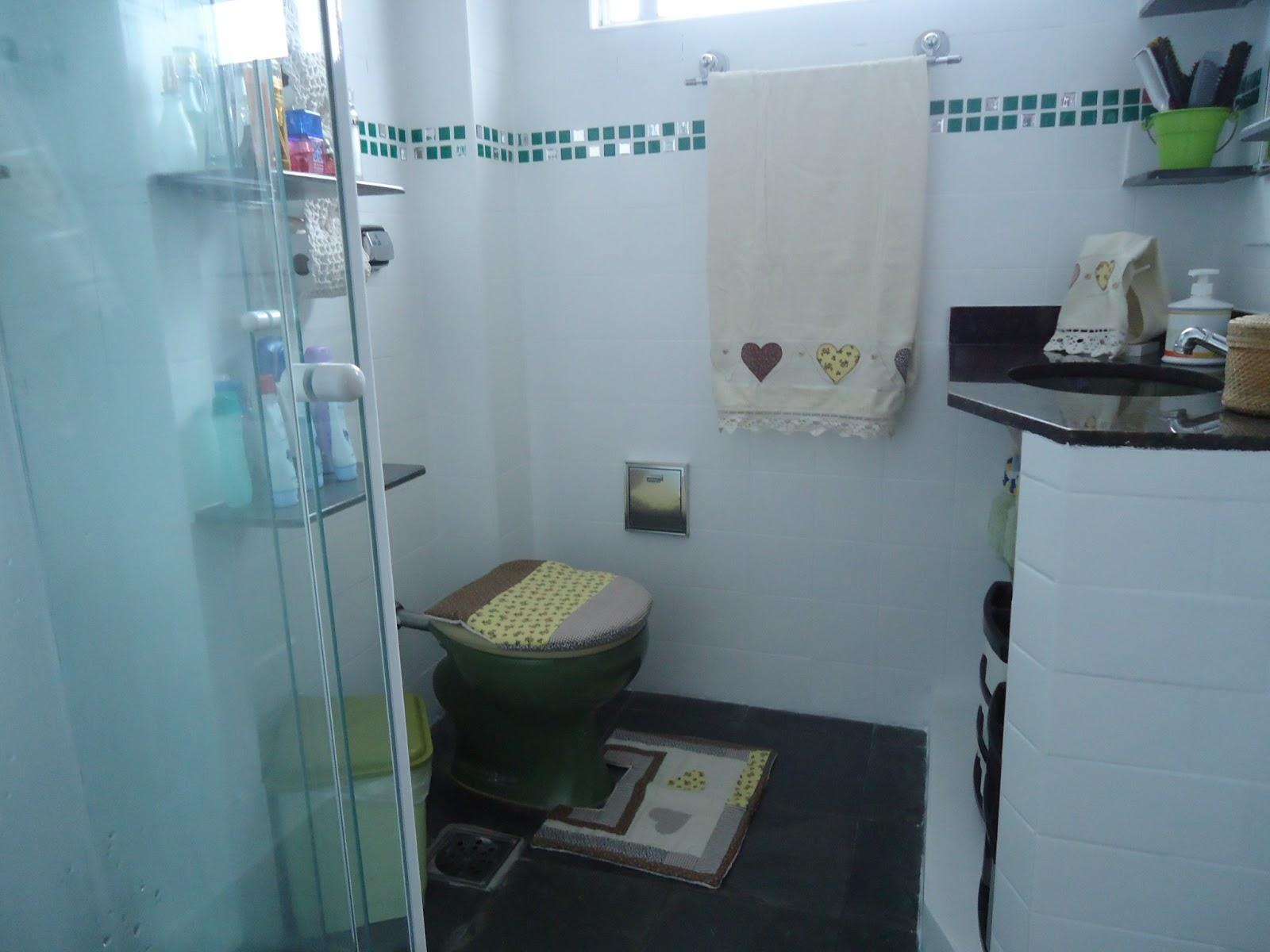 Imagens de #446A87 coloquei umas pastilhas para dar um toque no branquinho são  1600x1200 px 2824 Box Banheiro Limpeza
