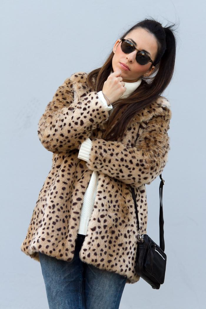 Blogger valenciana con chaqueton de pelo