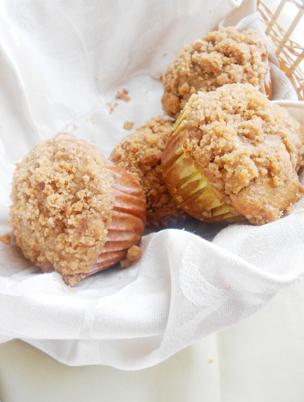 Confessions of a Confectionista: Apple Cinnamon Crumb Muffins