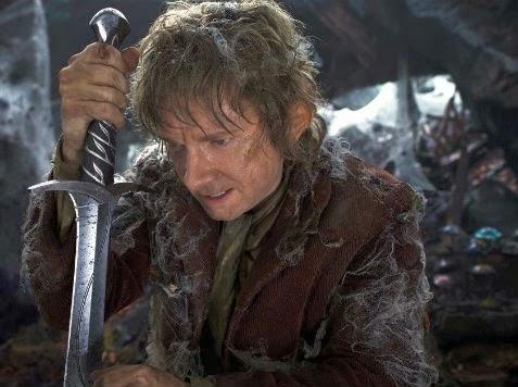 Bilbo Bolsón con su espada élfica en un fotograma del filme. /Universal Pictures