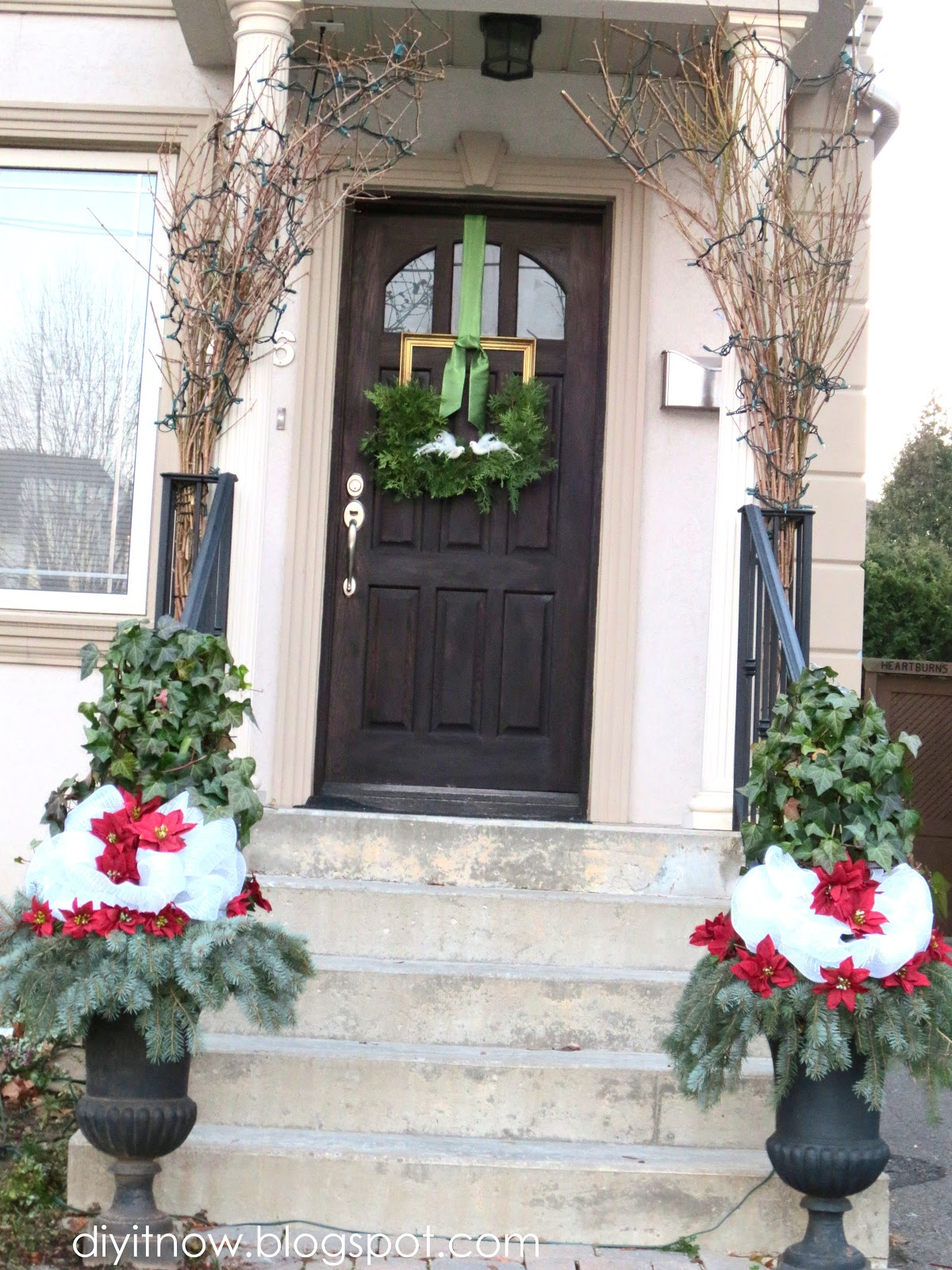 Outdoor Poinsettia Decorations diy it now!: the outdoor christmas decorating