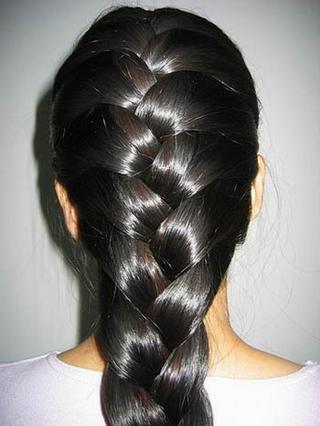 Célèbre Cheveux bouclés: Recette d'une huile indienne pour faire pousser  ZM62