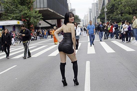 Concentração na avenida Paulista para a 16ª edição da Parada LGBT começou na manhã deste domingo (Foto: Nelson Antoine)