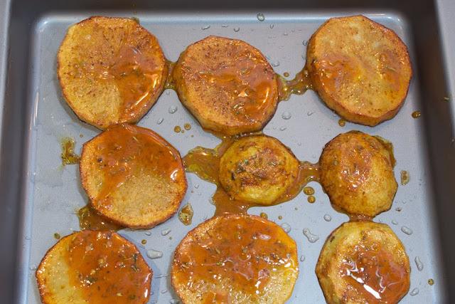 Colocamos las patatas en una bandeja
