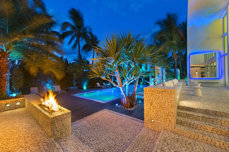 Backyard of Modern mansion in Miami at night