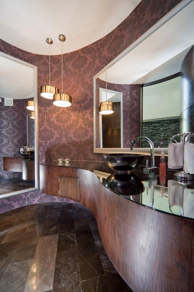 Modern bathroom in Beautiful white house by 7xa Taller de Arquitectura