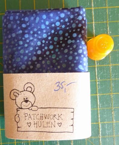 Blå prikket bali stof og orange fingerbøl