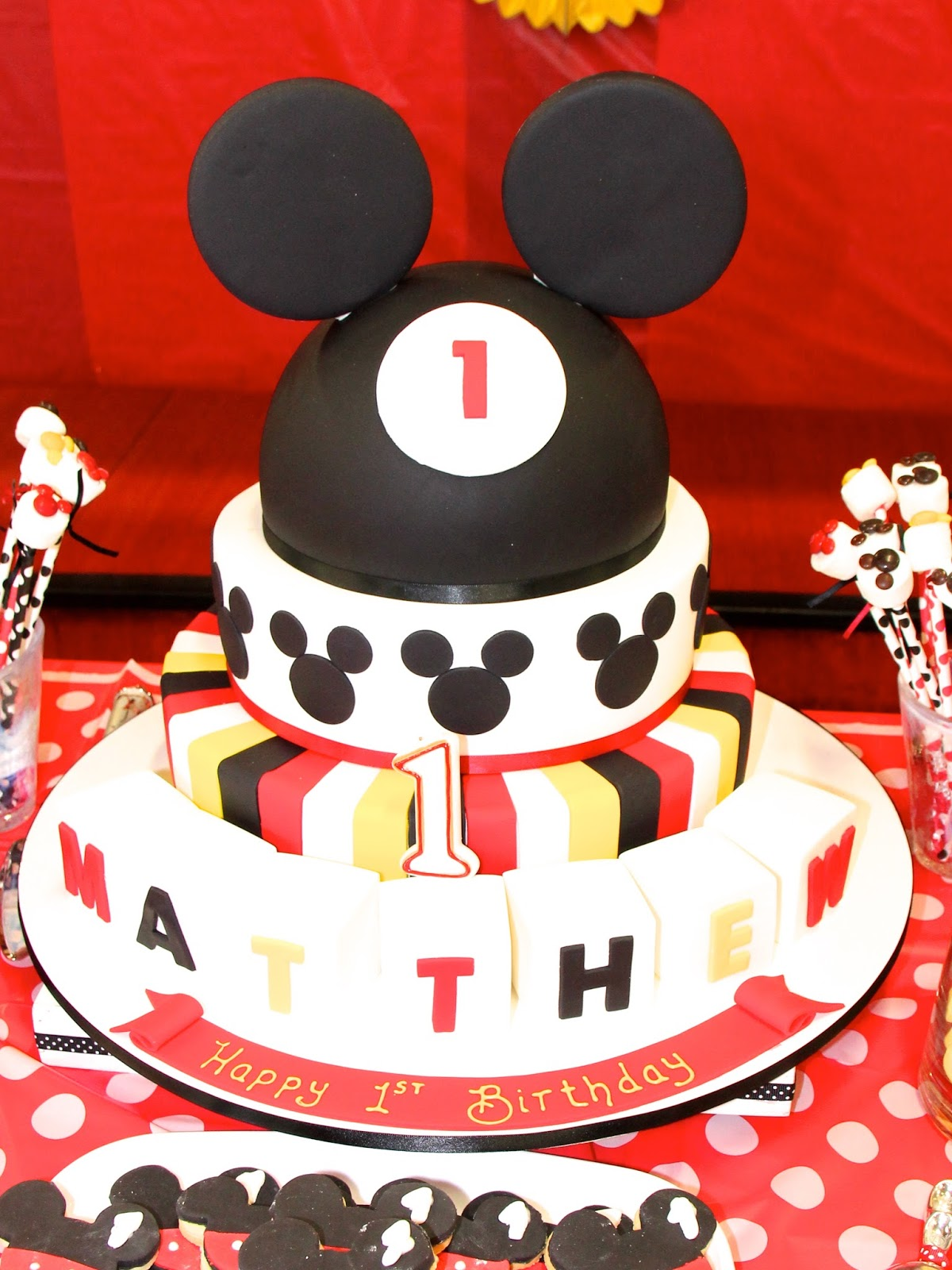 Birthday Cake Pictures Of Mickey Mouse : Kids Party Ideas: Mickey Mouse Themed First Birthday ...