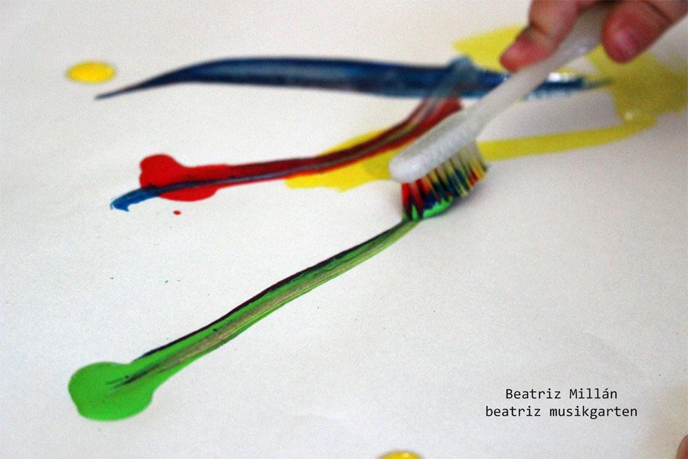 Pintar con cepillo de dientes | Beatriz musikgarten