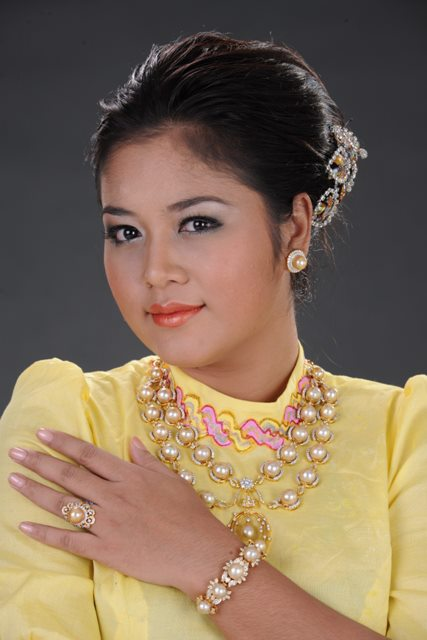 Actress Soe Myat Nandar in Burmese Fashion Dresses