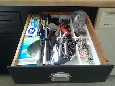 Organizing kitchen drawer
