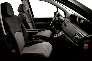2013 Peugeot 807 interior.jpg