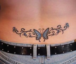 Tatuaj fluture aplicat pe partea inferioara a spatelui