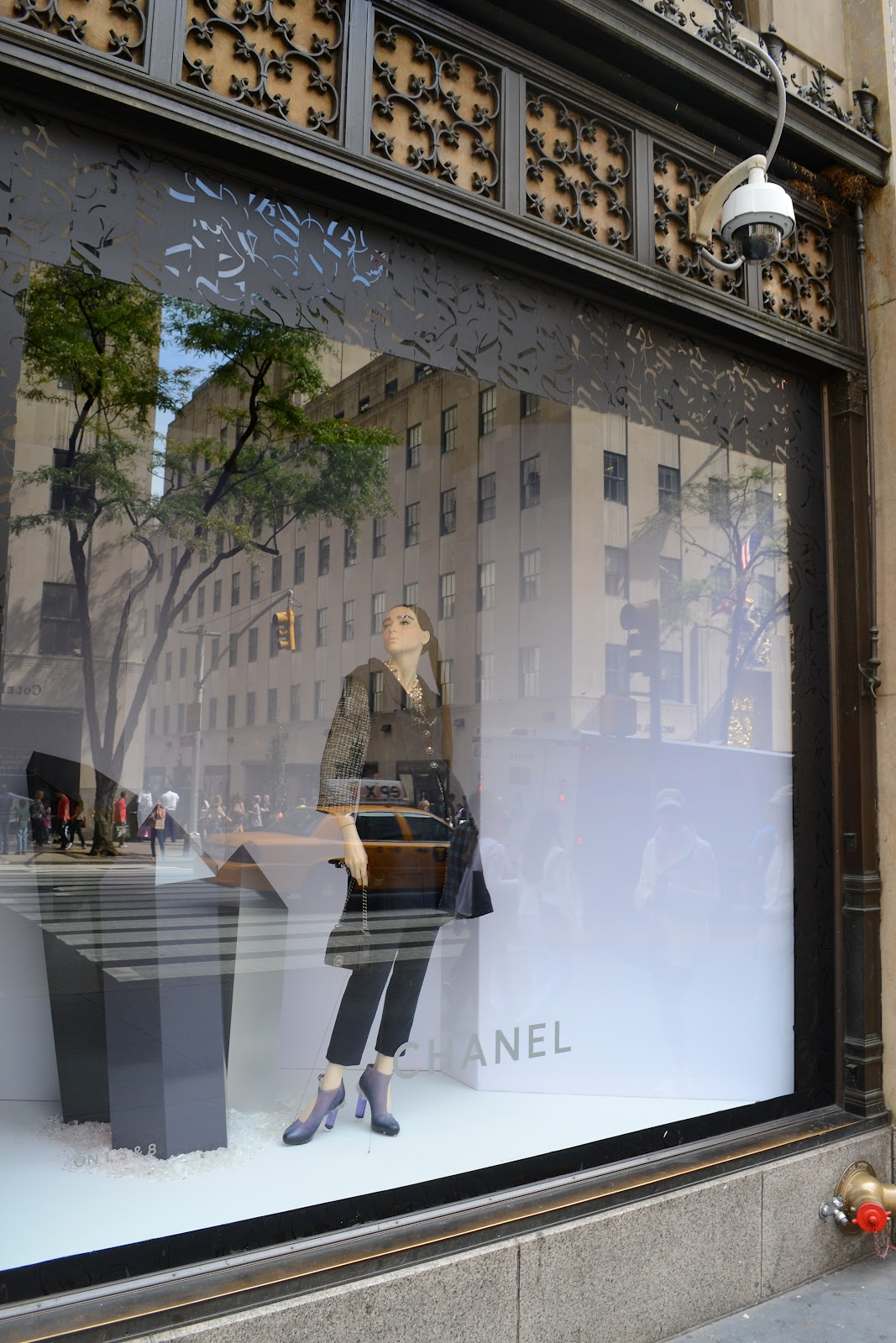 chanel window 5th avenue