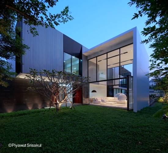 Moderna casa de dos plantas estilo Contemporáneo