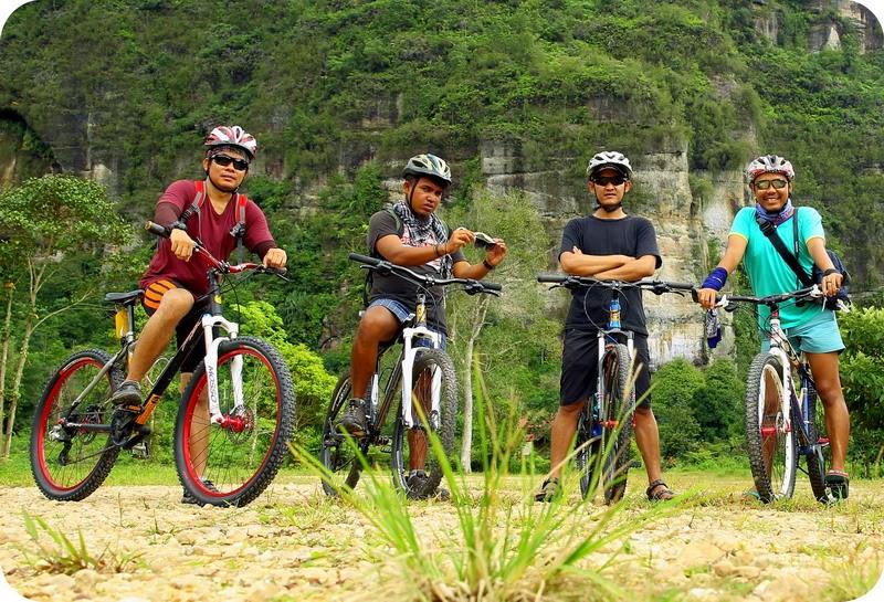 Sepedahan Di Lembah Harau Sumatera Barat