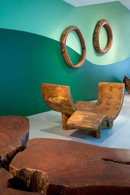 Diseño de muebles con madera de arboles caídos.