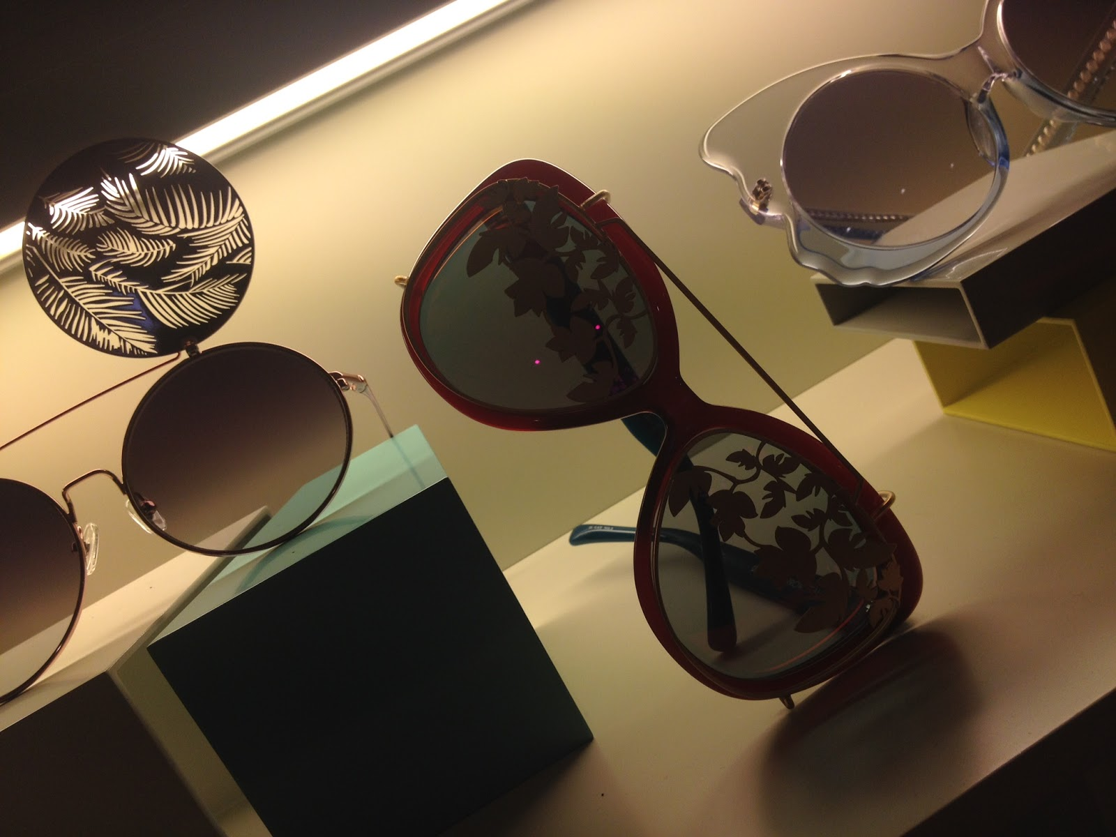 Ptica toscana nos presenta la colecci n de linda farrow - Optica toscana madrid ...