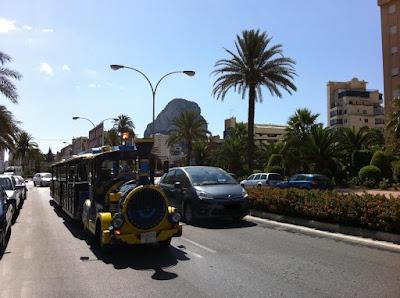 Tourismus Zug im Sommer in den Calper Strassen