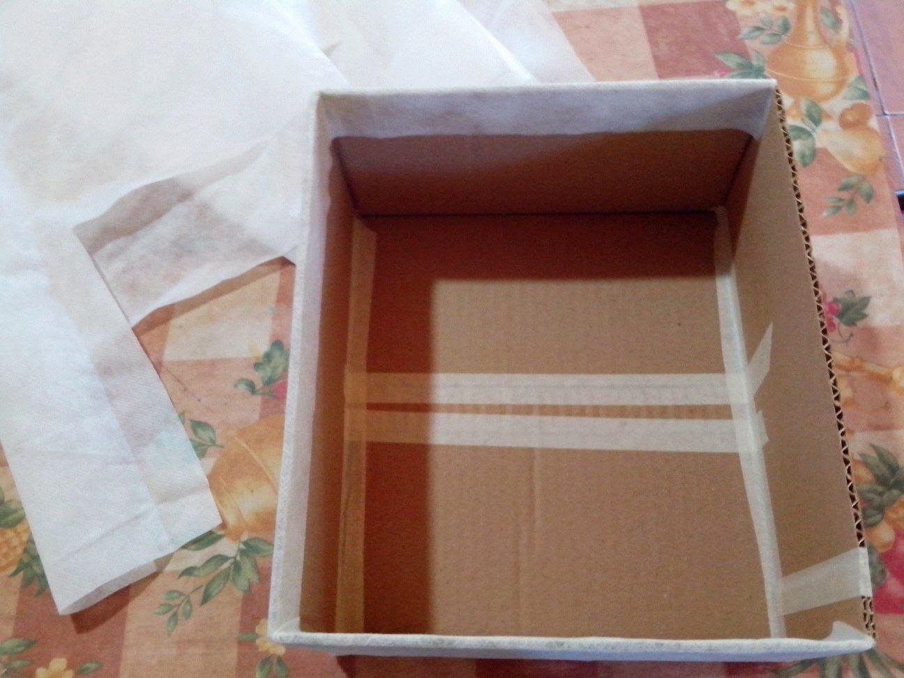 Manualidades caja forrada con tela para guardar objetos for Forrar cajas de carton con tela