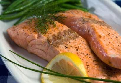فوائد سمك السلمون ودوره في تثبيت الكالسيوم في العظام