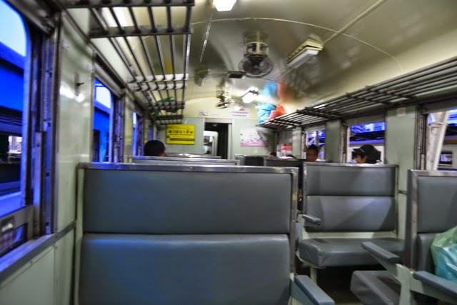 Kereta api yang mewah dan colokan listrik
