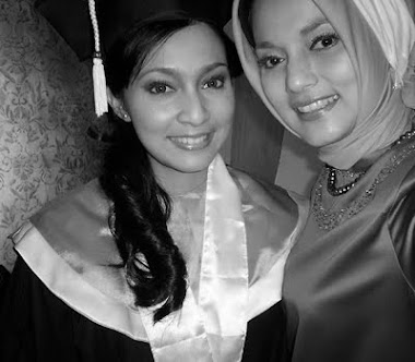 Pasca Wisuda dari FIB UI jurusan Sastra Inggris bersama Ibuku Marissa Haque