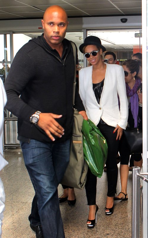 Spotted: Beyonce Arrives In France