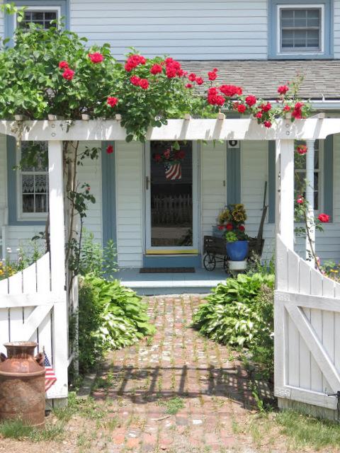 Garden Arbor: Home Sweet Home