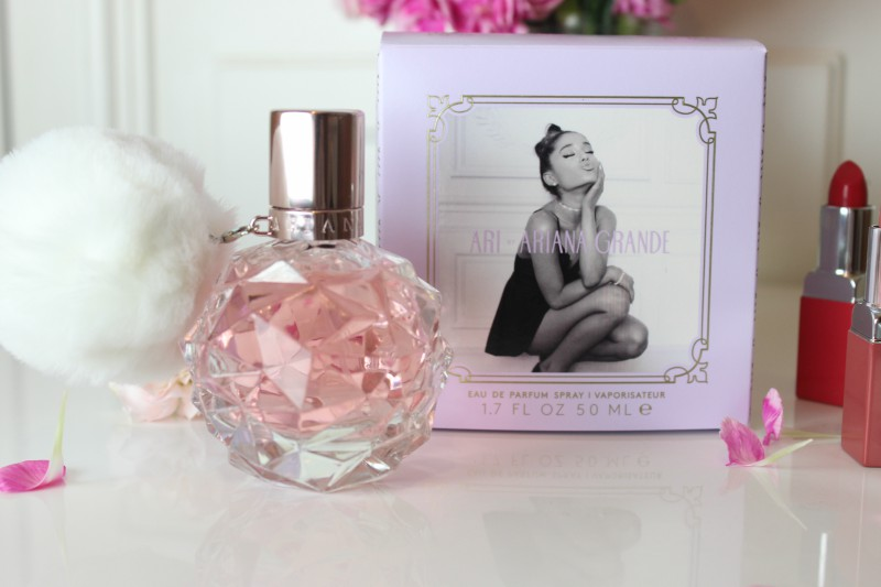 ari by ariana grande eau de parfum the sunday girl. Black Bedroom Furniture Sets. Home Design Ideas
