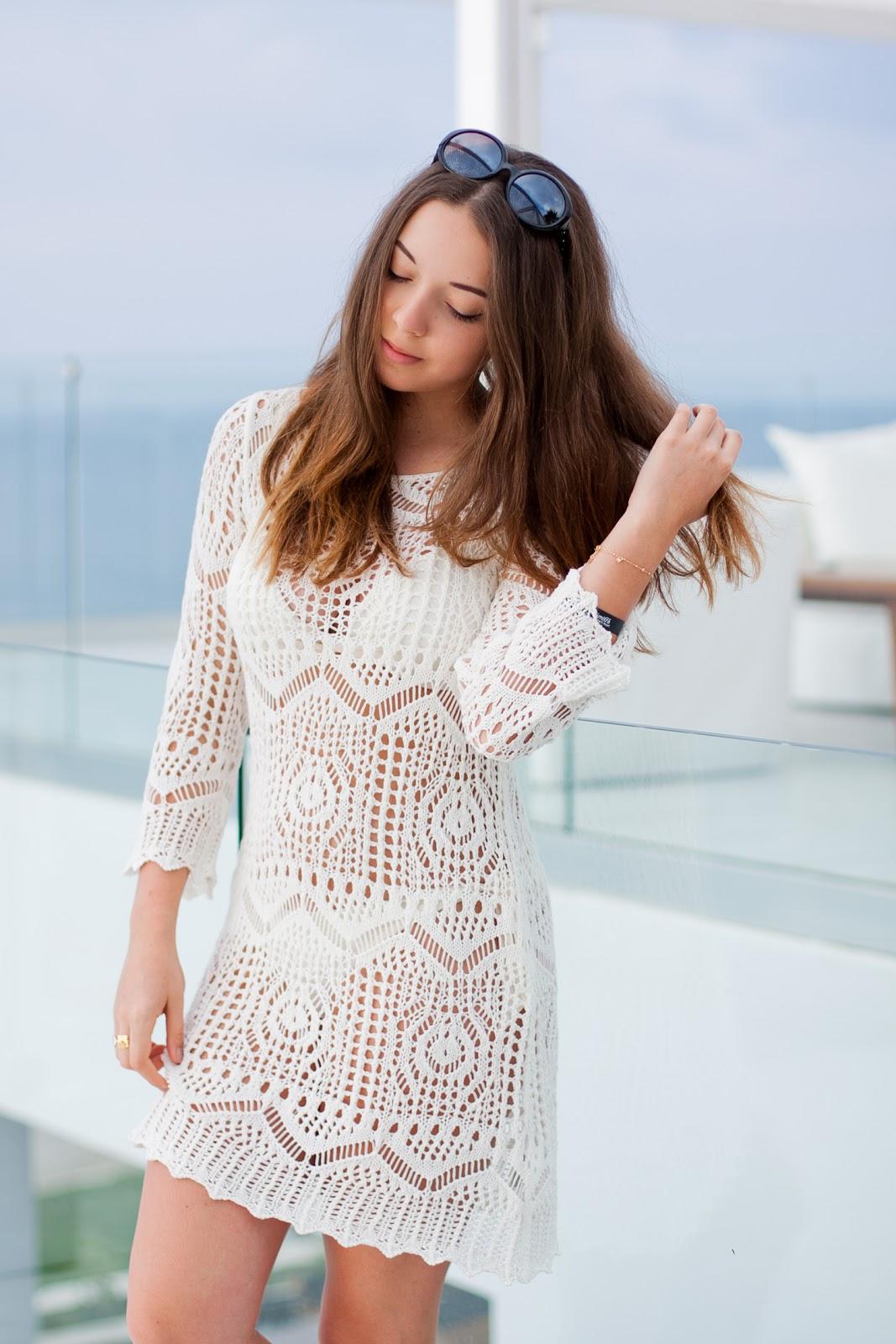 szydełkowa biała sukienka