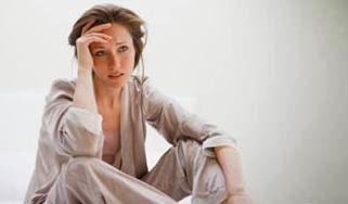 10 أكاذيب وأفكار تجلب التعاسة للنساء....احذرى منها !!!!  - امرـة فتاة حزينة تعيسة مجروحة مصدومة مكتئبة - sad woman girl depressed