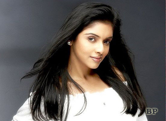 Asin_Thottumkal_Bollywood_5